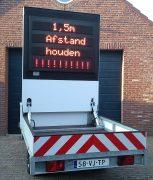 Tekstwagen tekstkar actiewagen pijlwagen displayaanhanger schermaanhanger Q-lite reclameaanhanger lichtkrant lichtreclame mobiele lichtkrant